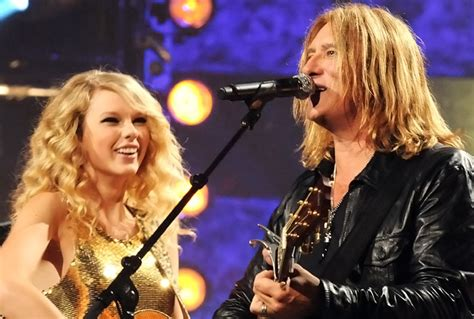 Taylor Swift, Def Leppard Collab for CMT Crossroads